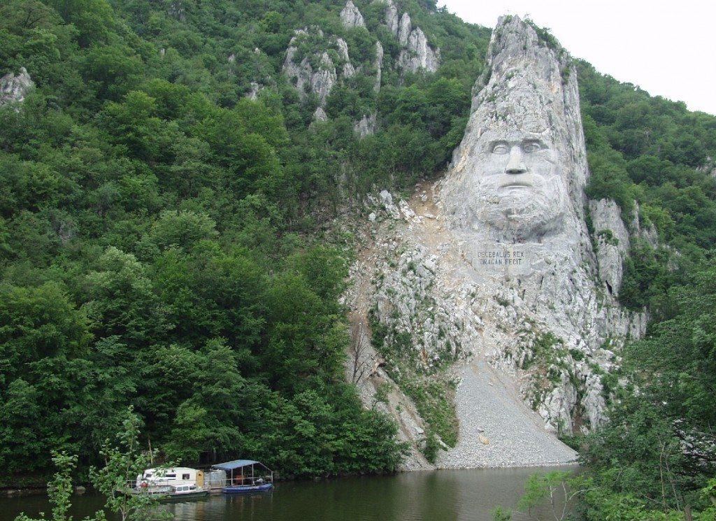 Statuia-lui-Decebal