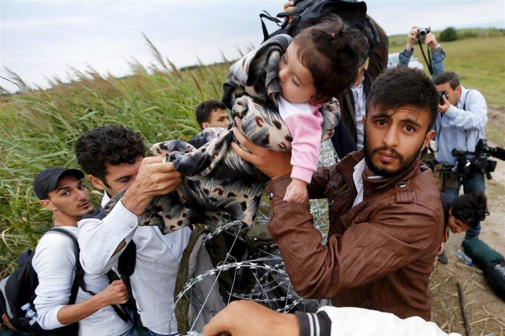 150826_150826_world_hungary_migrants_razor_wire_1059a_jpg_1051_ee81b044e8ffd5efefb1dc3d6d37c291_nbcnews_fp_1200_800_56522100