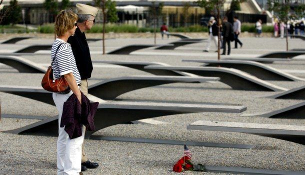 Couple-at-Pentagon-Memorial_resized