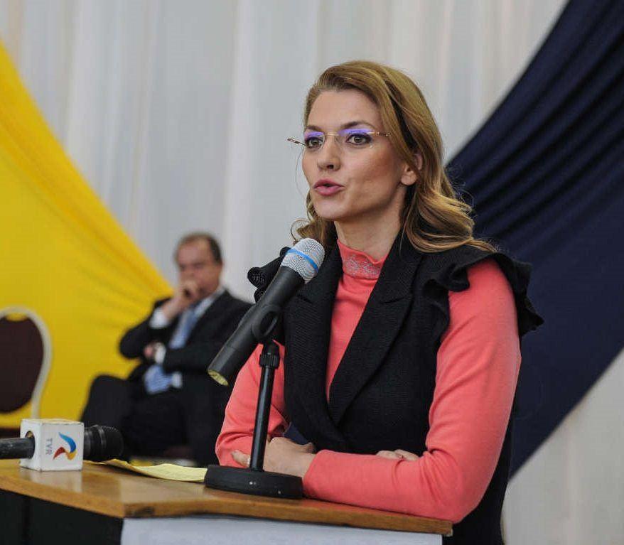 Alina-Gorghiu-pupitru-PNL-Foto-PNL-Timis